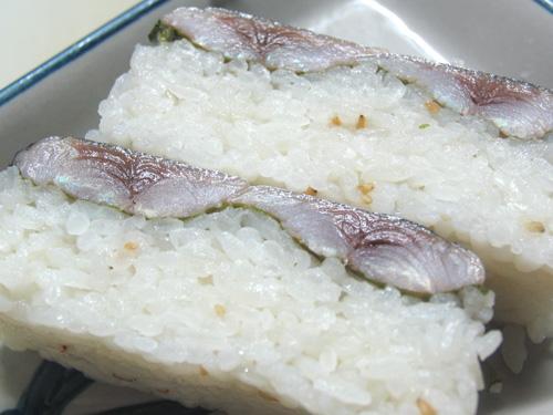 コシヒカリを、秋刀魚の押し寿司にしました