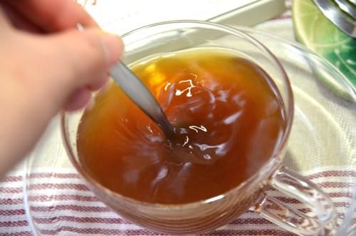 サッとできる、金時生姜入り紅茶、ラカンカの上品な甘さ