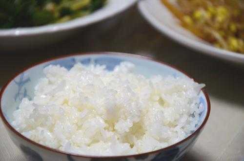 炊くと、米粒ふっくら大きく
