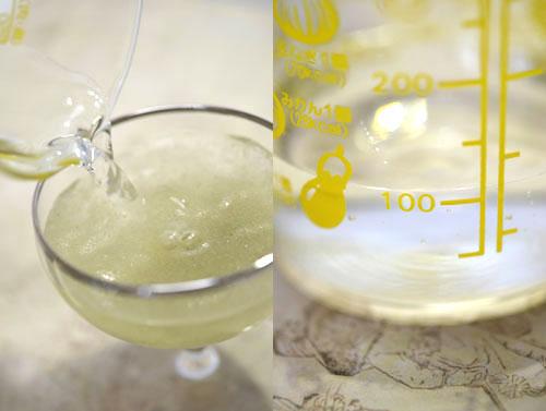 イサゴール粉末を、100ccのお水に溶かします