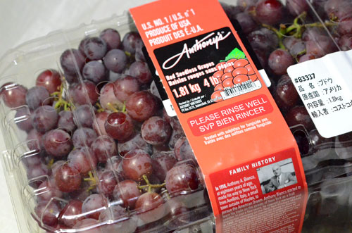 Red seedless grapes120722