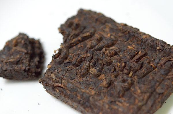 ブロック状のプーアール茶