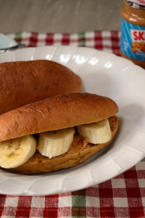 スキッピーのピーナツバターと、バナナのサンドイッチ