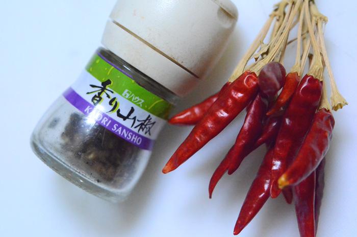 辛味には、山椒とトウガラシ
