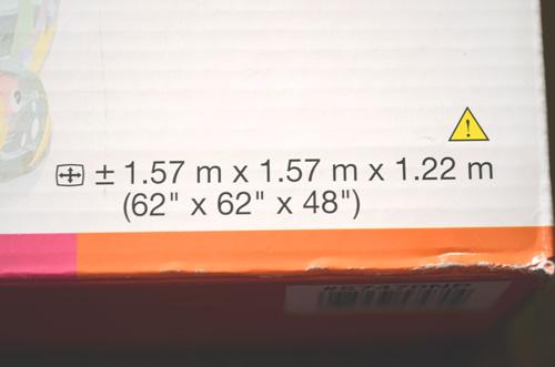 サイズは、1.57m×1.57m×1.22m