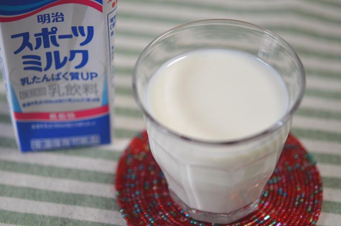 スポーツの後に飲むミルク