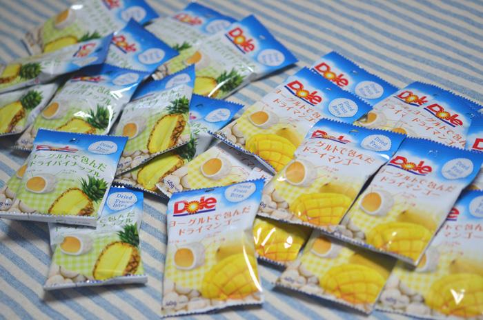 マンゴーとパイナップルが12袋ずつ。