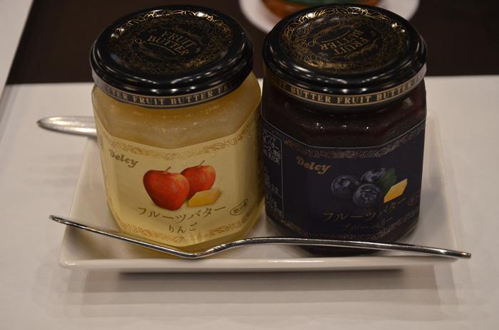 フルーツバター(りんご、ブルーベリー)と食パン