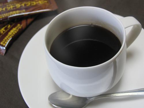 お湯を注ぐと、さっと溶けて、美味しいコーヒーの出来上がり