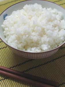 お茶碗に盛っても、お米がたってます!