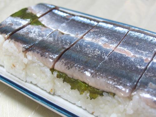 三陸から旬のサンマが届いたので、押し寿司!