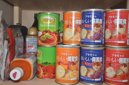 さっそく食料庫に備蓄、半分は階下の倉庫へ