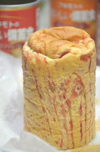 缶の中には、香ばしく焼きあがったパンが!いいにおい♪