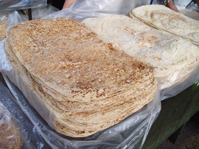 アルメニア、市場のラバッシュ用パン